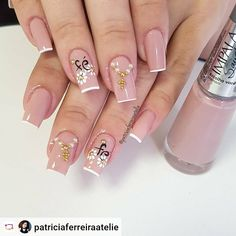 20 Hottest & Catchiest Nail Polish Trends in 2019 Nail Polish Trends, Nail Art Designs, Nailart, Diy And Crafts, Hair Beauty, Hands, Nail Jewels, Polish Nails, Fingernail Designs