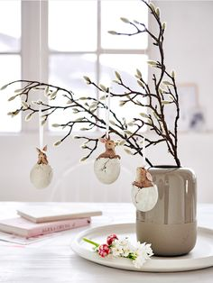 7 Dreamy Easter decorations for a trendy brunch (Daily Dream Decor) Christmas Balls, Christmas Ornaments, Polish Christmas, Instead Of Flowers, Ideas Prácticas, Easter Season, Easter Table Decorations, Dream Decor, Easter Crafts