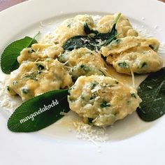 Spinat Ricotta Nockerln mit Salbei-Butter (und/oder) Datenschutz-Grundverordnung… Spinach ricotta dumplings with sage butter (and / or) General Data Protection Regulation (DSGVO) => the new torment Zoodle Recipes, Veggie Recipes, Vegetarian Recipes, Dinner Recipes, Healthy Recipes, Easy Cooking, Cooking Recipes, Spinach Health Benefits, Good Food