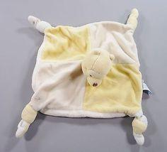 Doudou-plat-carre-velours-jaune-et-ecru-ours-Winnie-Disney-Baby