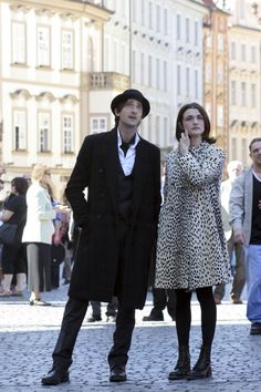 Adrien Brody as Bloom and Rachel Weisz as Penelope Stamp in the scene of The Brothers Bloom. The Brothers Bloom, Pretty People, Beautiful People, Adrien Brody, Quoi Porter, Movie Couples, Rachel Weisz, Recycled Fashion, Look Cool
