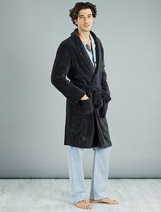 Peignoir en maille polaire anthracite Homme - Kiabi Pyjamas, Normcore, Style, Fashion, Dress Robes, Men Wear, Swag, Moda, Fashion Styles
