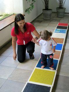 Sensory walk way Autism Activities, Infant Activities, Montessori Activities, Activities For Kids, Baby Sensory Classes, Baby Sensory Play, Baby Play, Bebe Gym, Sensory Activities