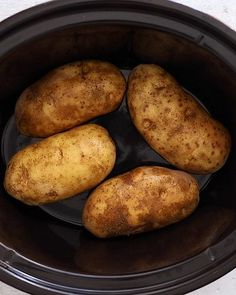The easiest way to make perfect baked potatoes is in the crock pot! These Crock Pot Baked Potatoes are truly a set it and forget it recipe, leaving precious space in your oven to bake other recipes you're making. #crockpotbakedpotatoes #slowcooker #bakedp Cooking Baked Potatoes, Crock Pot Baked Potatoes, Baked Potato Bar, Perfect Baked Potato, Best Baked Potatoes, Cheesy Potatoes, Mashed Potatoes, Crockpot Dishes, Crock Pot Slow Cooker