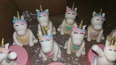 Doces personalizados unicórnios Christmas Ornaments, Holiday Decor, Cake, Desserts, Home Decor, Personalised Sweets, Tailgate Desserts, Deserts, Decoration Home