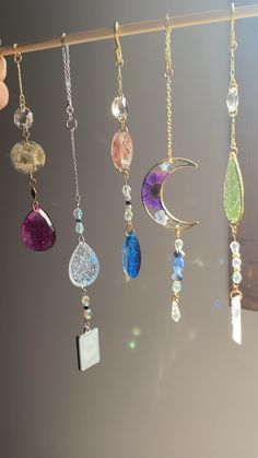 Diy Resin Projects, Diy Resin Art, Diy Resin Crafts, Wire Crafts, Jewelry Crafts, Uv Resin, Resin Jewelry Making, Ear Jewelry, Crystal Jewelry