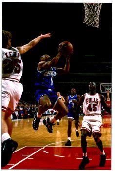 Muggsy Bogues Basketball Teams, Basketball Court, Charlotte Hornets, Basketball Association, Video News, Nba Players, Aba, Latest Video, 1990s