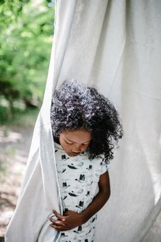 Tenniskleid Birdies von Monkind aus 100% GOTS zertifizierter Bio Baumwolle bei Hasel und Gretel. Nachhaltige Kinderkleidung für Mädchen. Stark, Summer, Kids, Collection, Stylish Kids, Cool Girl, Beautiful Gifts, Cotton, Gowns