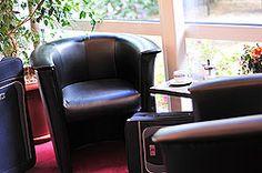 Lobbybereich im AKZENT Hotel Schildsheide Massage Chair, Furniture, Home Decor, Environment, Double Room, Stars, Decoration Home, Room Decor, Home Furnishings
