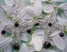 Beautiful earring tutorial  http://bizsugyar.blogspot.ca/2011_09_01_archive.html#3503303693634935678