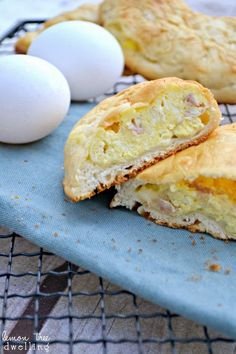 Ham, Egg & Cheese Breakfast Pockets - a quick, easy and delicious breakfast on the go! -make minus the ham.
