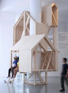 Best Ideas For Architecture and Modern Design : – Picture : – Description These tree house-like cabins are built up around the column of a building rather than over the branches of a tree. Indoor Tree House, Modern Tree House, Indoor Trees, Deco Kids, Indoor Playhouse, Playhouse Plans, Interior Architecture, Interior Design, Wooden House