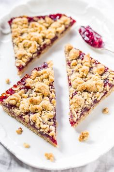 Raspberry Oatmeal Crumble Bars - Fast, easy, no-mixer bars great for breakfast, snacks, or a healthy dessert! The big crumbles are irresistible! Fresh raspberries not needed so you can make the bars year round! Raspberry Bars, Raspberry Desserts, Just Desserts, Oatmeal Crumble Topping, Streusel Topping, Cookie Recipes, Dessert Recipes, Brunch Recipes, Dessert Bars