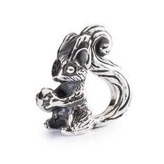 Pre-order now! Squirrel Bead 1004102002 from the new Autumn Trollbeads release, Eastern Meets Nordic. Items purchased from this release will not be shipped until their release date, September 5th. ordertrollbeads.com