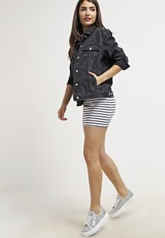 Jeansjacken kommen nie aus der Mode. Topshop WESTER - Jeansjacke - black für 59,95 € (09.07.16) versandkostenfrei bei Zalando bestellen.