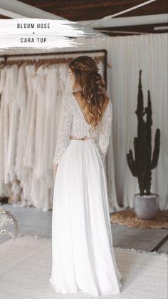 Jumpsuit zur Hochzeit von Light and Lace #jumpsuit #brautfrisur #brautstyling #brautkleider #braut Bridal Outfits, Bridal Dresses, Prom Dresses, Formal Dresses, Plus Zise, Wedding Jumpsuit, White Outfits, Wedding Couples, Wide Leg Pants