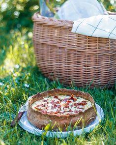 Saftig rabarbertærte med marcipan og kokos Let, Butter Chicken, Tapas, Picnic, Basket, Picnics, Baskets, Hamper
