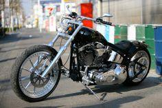 Harley Bikes, Harley Davidson Motorcycles, Custom Motorcycles, Cars And Motorcycles, Motorcycle Design, Motorcycle Style, Harley Night Train, Harley Softail, Cool Gadgets To Buy