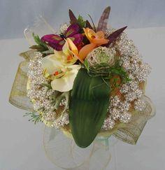 Montaje para alfileres de novia. Una composición de fantasía en tonos suaves