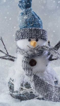 christmas wallpaper for iphone xr - Goog. Halloween Wallpaper Iphone, Snowman Wallpaper, Christmas Wallpaper, Holiday Pictures, Winter Pictures, Happy New Year Wallpaper, Snowmen Pictures, Christmas Aesthetic, Winter Scenery