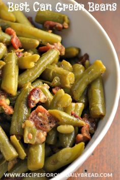 Canned Green Beans do not have to taste like they came out of a can. Best Canned Green Beans including garlic, Italian seasonings and Parmesan cheese. Green Bean Casserole, Paula Deen, Side Dish Recipes, Vegetable Recipes, Dinner Recipes, Canned Green Bean Recipes, Can Green Beans, Green Beans With Bacon, Southern Green Beans