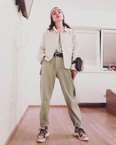Street Style Looks, Khaki Pants, Mint, My Style, Instagram Posts, Fashion, Moda, Khakis, Fashion Styles
