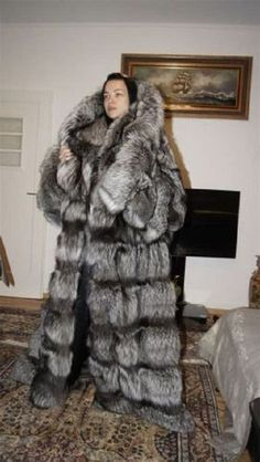 Images Puffer Coat With Fur, Fur Coat Fashion, Winter Fur Coats, Fox Fur Coat, Aesthetic Clothes, Style Guides, Coats For Women, Mantel, Fashion Guide