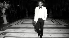 R&B vocalize Frank Ocean has earned his 1st signboard two hundred darling album together with his sophomore effort Blonde. Nielsen Music (Electronic Music) stats show the album that was free on August twenty, picked up 276,000 in sales in its 1st week. The album had the third largest gap week of 2016. Solely Drake's Views and Beyonce's ade had stronger gap weeks.
