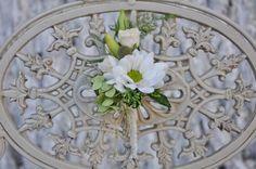 #Cocarda albă din #crizantema, #eustoma și #hortensia - #Livrare în Chișinău, #Moldova Wreaths, Home Decor, Decoration Home, Door Wreaths, Room Decor, Deco Mesh Wreaths, Interior Design, Home Interiors, Bouquet