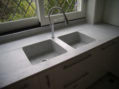 piani cucina in marmo bianco carrara con lavelli scavati dal blocco