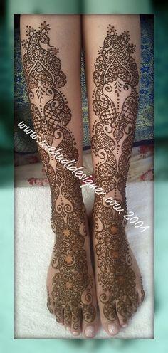 Indo-Arabic mid-calf foot henna from Neeta Sharma's flickr feed. (love the whitespace stuff towards the top)