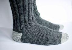 jojo can self: knit socks Wool Socks, Knitting Socks, Knitted Hats, Crochet Cardigan, Knit Crochet, Knitting Projects, Knitting Patterns, Baby Boots, Drops Design