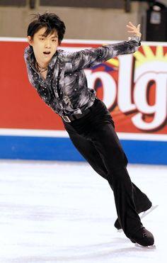 Yuzuru Hanyu dominates at Skate America with world record performance