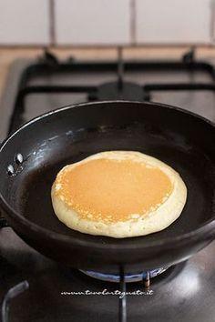 Pancake: Ricetta originale americana facile e veloce (Pancakes) I Pancake sono il dolce da colazione Tortilla Sana, Snacks Sains, Apple Smoothies, Salty Cake, Baking Tins, Cake Baking, Savoury Cake, Crepes, Mini Cakes