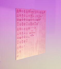 """Soporte para carta del restaurante """"Riu d'Or"""" diseñada y fotografiada por Laura Padrisa, fabricada por Crear Lab / Suport per a carta del restaurant """"Riu d'Or"""" dissenyada i fotografiada per Laura Padrisa, fabricada per Crear Lab / """"Riu d'Or"""" restaurant menu holder designed and photographed by Laura Padrisa, manufactured by Crear Lab"""