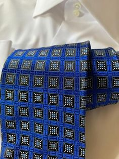 Dress Suits For Men, Mens Suits, Shirt Tie Combo, Lapel Flower, Blue Dots, Tie Pattern, Recovery Quotes, Savile Row, Neckties