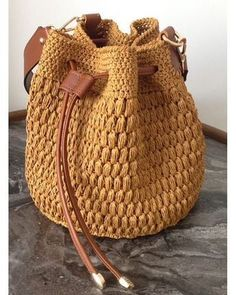 95 Me gusta, 2 comentarios - Şule ( en Ins Bag Crochet, Crochet Backpack, Crochet Shell Stitch, Crochet Handbags, Crochet Purses, Free Crochet, Handmade Handbags, Handmade Bags, Drawstring Bag Diy