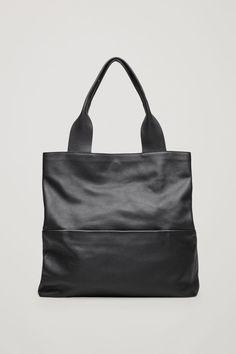 Front image of Cos large grained leather bag in black Black Leather Bags, Black Tote Bag, Black Bags, Grey Bags, Soft Leather, Cos Bags, My Style Bags, Unique Purses, Vintage Purses