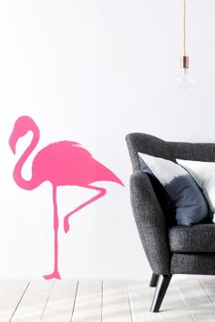 Väggdekoren fäster enkelt på slät yta som vägg, möbler eller fönster.<br>Väggdekoren är lätt att montera och lätt att ta bort!<br><br>Storlek: 72,5 x 100 cm<br><br>Material: Vinyl