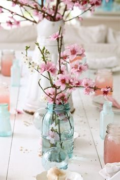 Beautiful table decor ~ Cherry blossom makes a gorgeous simple table decoration, so does Eucalyptus & Laburnum too!                                                                                                                                                      Mais