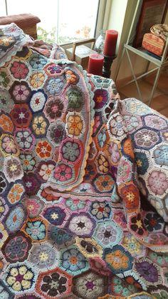 Manta Crochet, Freeform Crochet, Crochet Granny, Crochet Rugs, Crochet Stitches, Baby Boy Crochet Blanket, Crochet Blanket Patterns, Crochet Blankets, Diy Crochet Cardigan