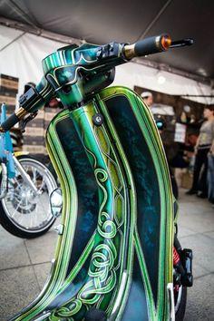 Custom Paint Motorcycle, Scooter Custom, Custom Bikes, Car Pinstriping, Pinstriping Designs, Custom Paint Jobs, Custom Art, Scooter Girl, Mod Scooter