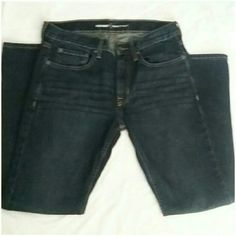 OLD NAVY MEN JEANS BRAN NEW WITHOUT TAG JEANS FIT TOO TIGHT  SIZE IS 31/30 SLIM DARK BLUE WITH A LIGHT WASH ON THIGHS Old Navy Jeans Straight Leg