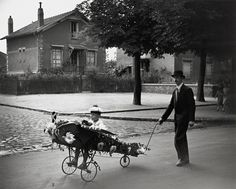 Robert Doisneau: Papa's Airplane, 1934