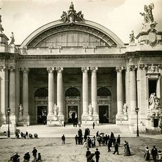 The Grand Palais in 1900 🏛 Probably one of the most magnificient building in Paris 🗼 . . #france #paris #grandpalais #art  #architecture #palace #old #photography #vintage #archive