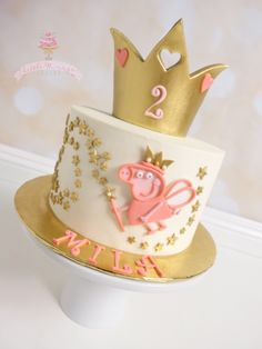 Peppa Pig birthday cake with fondant gold crown made by Little Hunnys Cakery
