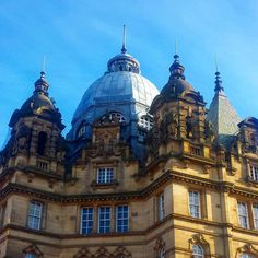Stunning blue sky in #Leeds today and yet another amazing building to photo. Cold enough to freeze the hind leg off a reindeer mind #DH  For more great posts check out www.danteharker.com