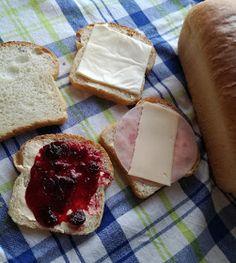 Truhlice: Toustový chléb Camembert Cheese, Dairy, Food, Hampers, Essen, Meals, Yemek, Eten