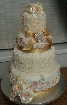 awesome button vintage cake