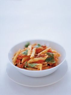 This delicious penne pasta recipe with tomato, basil, olives and pecorino is a beautifully simple and easy every day recipe to make. Roasted Tomato Pasta, Tomato Pasta Recipe, Penne Pasta Recipes, Pasta Dishes, Roasted Tomatoes, Tasty Vegetarian Recipes, Healthy Recipes, Vegan Meals, Healthy Dinners